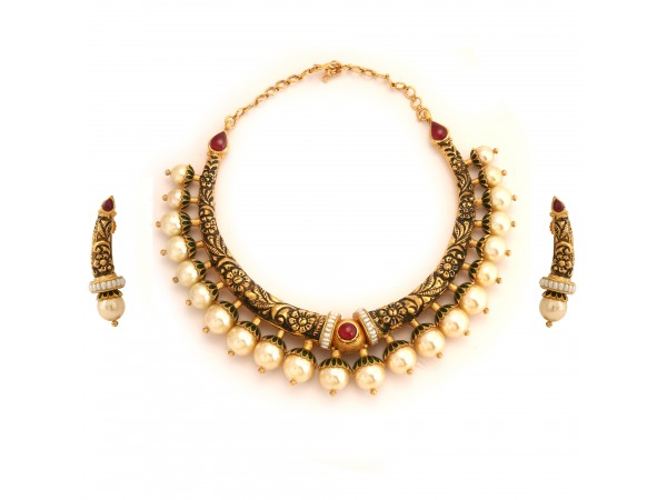 The Ekakini Gold Necklace Set